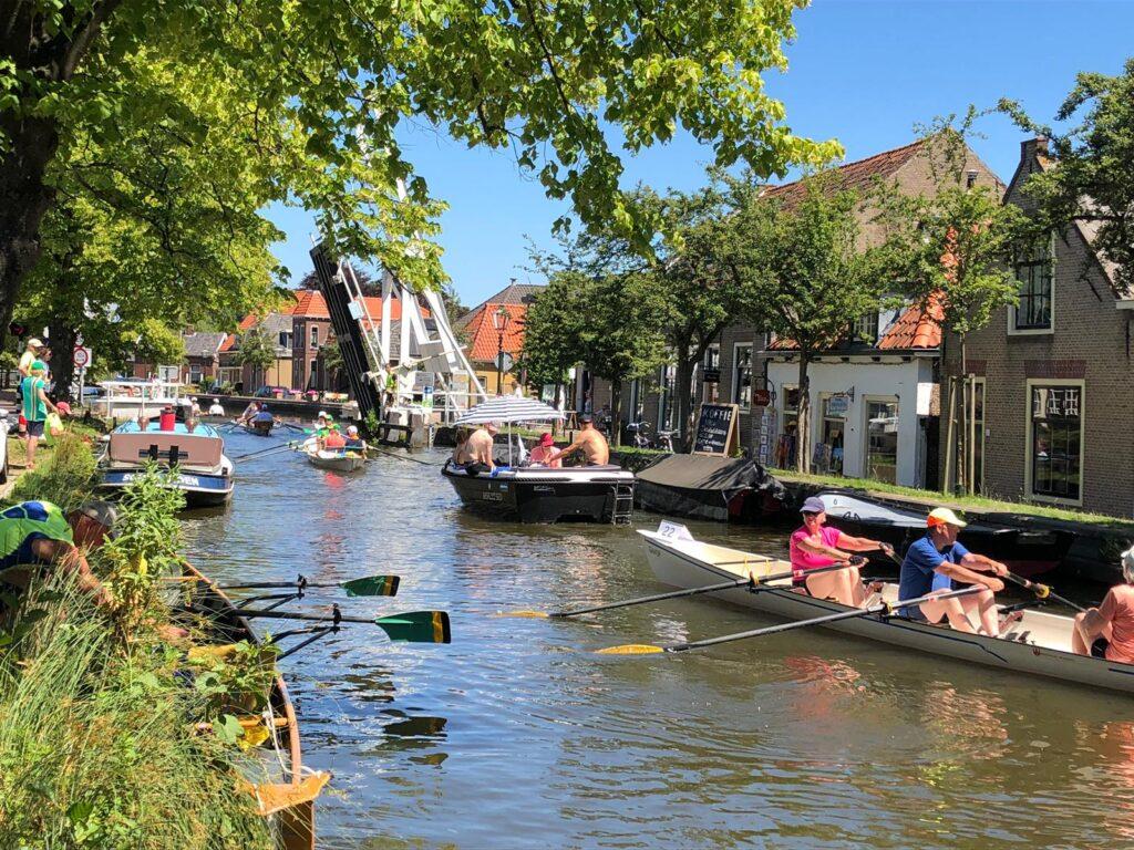 Hagesche Bluf Marathon 2019 - Gezellige drukte bij de Zouteveense brug in Schipluiden